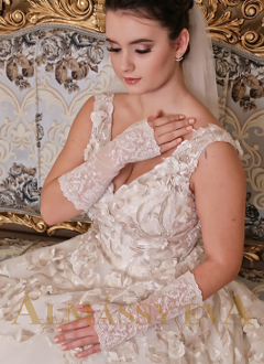 2210a527d1c Luxus menyasszonyi ruhák - ALMÁSSY ÉVA LUX Esküvői Ruhaszalon Budapest