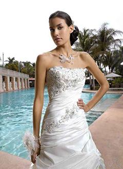 dc36f13a0d Luxus menyasszonyi ruhák - ALMÁSSY ÉVA LUX Esküvői Ruhaszalon Budapest