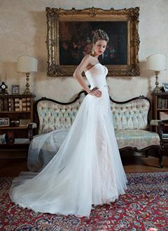 Luxus menyasszonyi ruhák - ALMÁSSY ÉVA LUX Esküvői Ruhaszalon Budapest cb926b651f